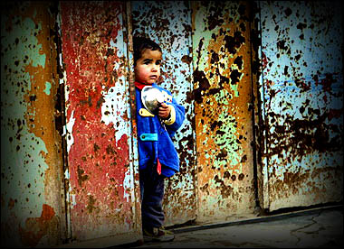 Iraqi boy in LOMO